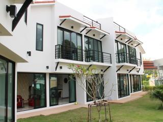 Phoenix Villa Resort House 7 - Pattaya vacation rentals