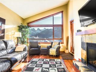 Fantastic Downtown Top Floor Mountain Condo! - Canmore vacation rentals