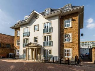 Lovely Two Bedroom Apartment in Hornsey, London - Bedford vacation rentals
