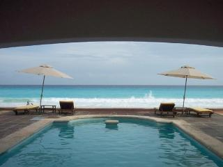 Luxury Beachfront Huge 4 Bedroom in Hotel Zone - Cancun vacation rentals