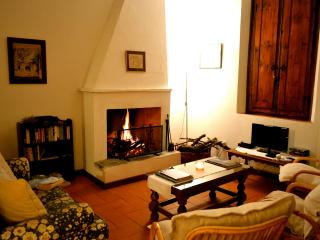 Cantina for 6 in Tuscan hills - Cantagrillo vacation rentals