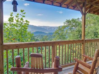 3BR Chalet w/ Great Views, Hot Tub, Pool Table, & 52