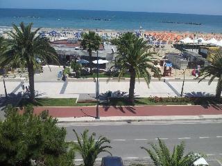 Appartamento fronte mare - Roseto Degli Abruzzi vacation rentals