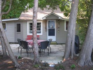 SAUBLE BEACH! SUNSET PARADISE-1 MIN WALK TO BEACH - Wiarton vacation rentals