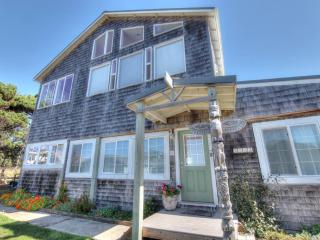 Oceanside Home - Stunning Ocean View - Free Night! - Yachats vacation rentals
