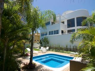 Beautiful 4 bed/4 bath Beach Villa at Praia Mole! - Florianopolis vacation rentals