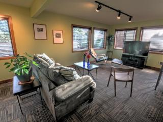 Modern Condo in the Heart of Yachats! FREE NIGHT! - Yachats vacation rentals