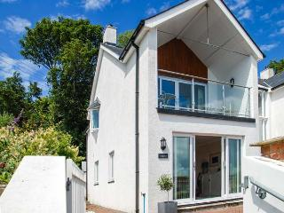 GWYLANOD, light and spacious cottage, balcony, enclosed patio, sea and hill views, in Goodwick, Ref 912929 - Newgale vacation rentals