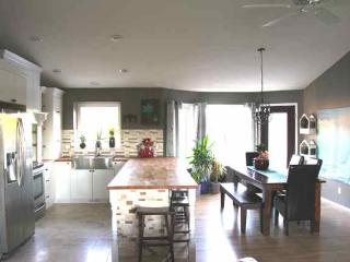 EXECUTIVE 10 min to Edm/sherwood pk, NEW 5 beds! - Edmonton vacation rentals