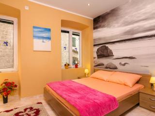 Emerald apartment, Kotor old town - Kotor vacation rentals