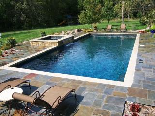 4BR Southampton Home Heated Pool & Jacuzzi sleeps 10, 3 min to village & Beach - Southampton vacation rentals