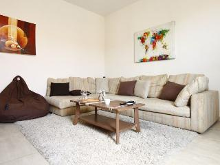 Coralie Charming 2 Bedroom Flat in Great Location, Nice - Nice vacation rentals