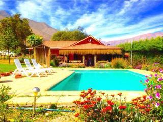 Cabaña del Pisco,  San Isidro, piscina privada. - Vicuna vacation rentals