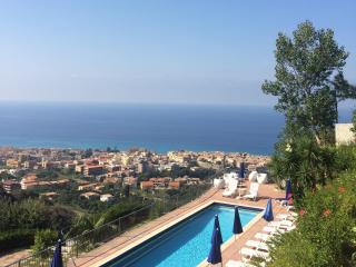 Studio Flat in Holiday Home with panoramic swimming pool and mediterranean garden! - Tropea vacation rentals