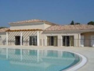 Figuiere Domaine, Pet-Friendly 2 Bedroom Flat in Ste Maxime - Image 1 - Saint-Maxime - rentals