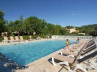 Bastides des Chenes Spacious 1 Bedroom Apartment in Gordes - Gordes vacation rentals