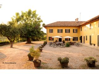 Agriturismo Il Cappallotto in the heart of Barolo - Loazzolo vacation rentals