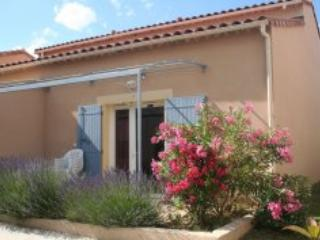 Mas des Arenes, Pet-Friendly 2 Bedroom Holiday Rental in Mouries - Mouries vacation rentals