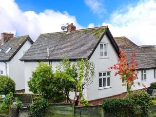 NORTHLEIGH, pet-friendly cottage, close to coast path, beach and amenities, in Minehead, Ref 29175 - Somerset vacation rentals
