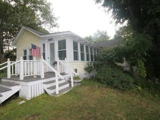 MAINELY PLEASANT | BOOTHBAY HARBOR | IN-TOWN GET-A-WAY | COUPLE`S RETREAT | WALK TO TOWN - Southport Island vacation rentals
