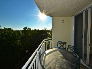 CURACAO SUITE #202 - 2/2 Condo w/ Pool & Hot Tub - Near Smathers Beach - Florida Keys vacation rentals