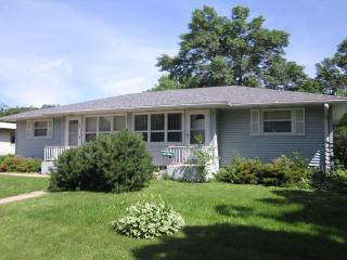 Perfect Location! Near Mayo clinic and St. Marys- Relax in comfort! 5 Stars! - Rochester vacation rentals