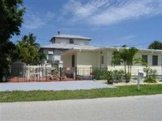 Newly Renovated Fort Myers Beach Vacation Home with upscale Decor and Amenities -  Lazy Days - Image 1 - Fort Myers Beach - rentals