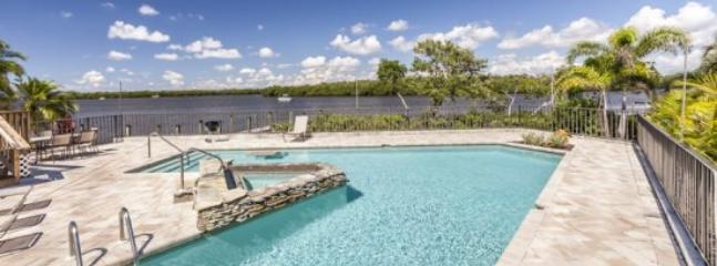 Spectacular V shaped swimming pool with swim up table and and hot tub.  - Spectacular Bay Views from Every Angle at Sea Spirit -  Sea Spirit - Fort Myers Beach - rentals