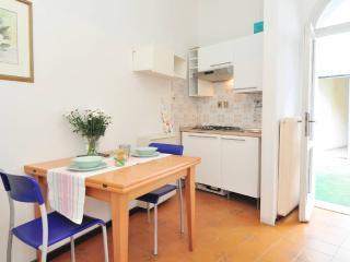APPARTAMENTO INDIPENDENTE IN CENTRO STORICO - Padua vacation rentals