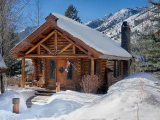 Cozy Log Cabin Granite Ridge 7596 with Deck, Hot Tub & Sweeping Views - Teton Village vacation rentals