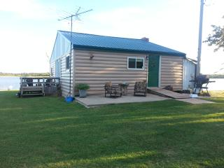 COZY LAKEFRONT CABIN - Oklahoma vacation rentals