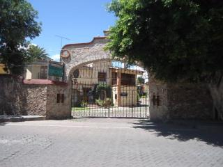 Relax House Tequis - Tequisquiapan vacation rentals