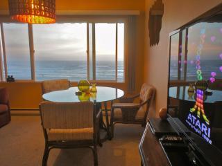 Shrimp Daddy - Retro themed Condo. Feel the funk! - Lincoln City vacation rentals