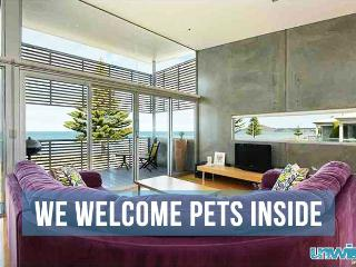 Unwind @ Pet Let 10 Executive - Pet Friendly - Encounter Bay vacation rentals