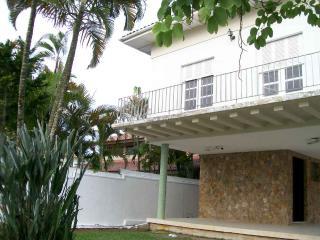 Comfortable home in Cove - 3 blocks beach.    Casa confortável na Enseada - 3 quadras praia. - Guaruja vacation rentals