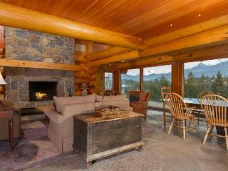 Luxurious Log Home Totem Chalet with Hot Tub & Incredible Moutain Views - British Columbia Mountains vacation rentals