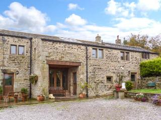 SWALLOW BARN, woodburner, en-suites, Sky TV, stylish cottage near Silsden, Ref. 912256 - Threshfield vacation rentals