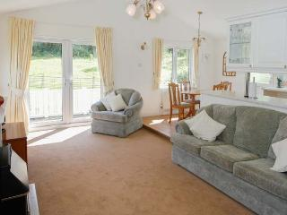 LITTLE NEST LODGE, detached lodge, good walking base, WiFi, decking with furniture, in Stiperstones Nature Reserve, Ref 917054 - Shropshire vacation rentals