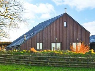 WHITE TOR LODGE, detached barn conversion, woodburner, enclosed lawned garden, on rare breed farm, near Tavistock, Ref 918405 - Tavistock vacation rentals