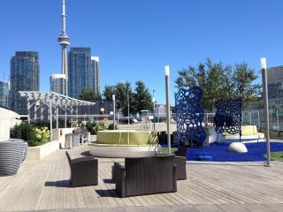 Luxury 30th fl 2bd condo+parking+brkfst __DOWNTOWN - Toronto vacation rentals