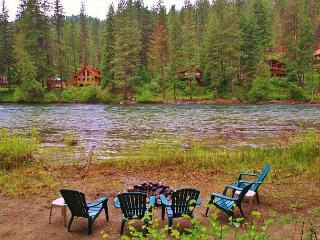 Beach at River's Bend, hot tub, private beach, wood stove. - Leavenworth vacation rentals