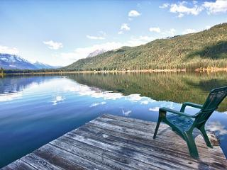 Otter Chalet-Rustic cabin on Fish Lake, private dock, Wi-Fi, 25 min to town - Leavenworth vacation rentals