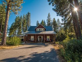 Meadow Wood Lodge, hot tub, internet, privacy, stunning! - Leavenworth vacation rentals