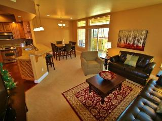 Luxurious River Park condo in the middle of Bavaria - Leavenworth vacation rentals