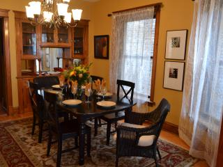 Teri's Chicago Guest House * Lakeview Suite - Chicago vacation rentals