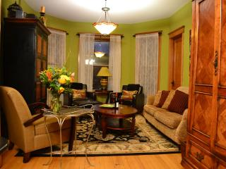 Teri's Chicago Guest House * Shoreline Suite * Wrigleyville/Lakeview - Illinois vacation rentals