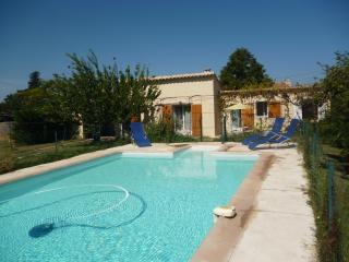 Maison provençale avec piscine dans le vignoble - Carpentras vacation rentals