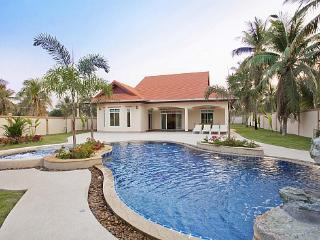Chase 8 - Bangsaen vacation rentals