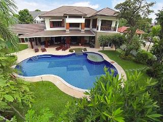 Lanna Karuehaad Villa - Chiang Mai Province vacation rentals