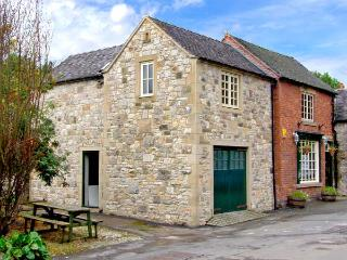 THE ROOST, family friendly, detached character holiday cottage with a garden in Parwich, Ref. 917276 - Parwich vacation rentals